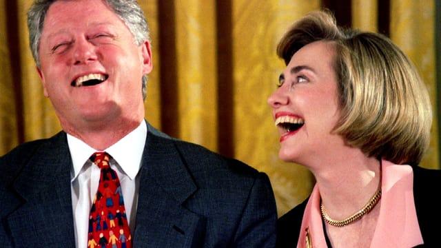 Bill und Hillary Clinton lachen
