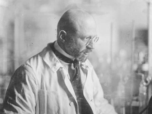 Fritz Haber in seinem Labor.