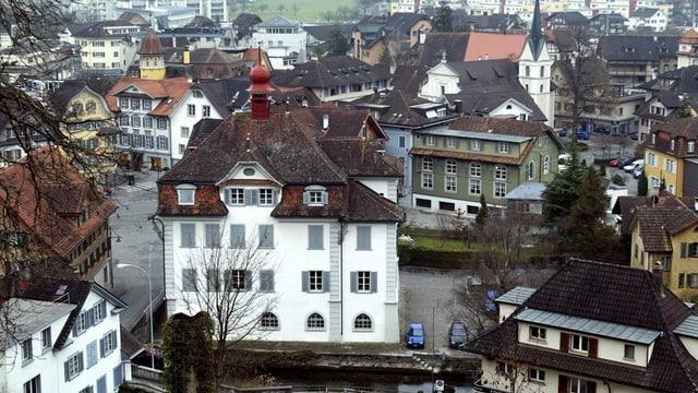 Blick aufs Rathaus von Sarnen - mit anderen Häusern