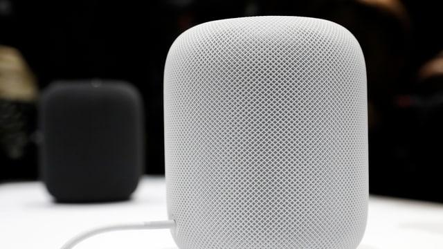 Ein weisser HomePod von Apple.