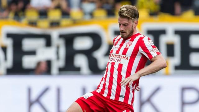 Nicolas Schindelholz am Ball.