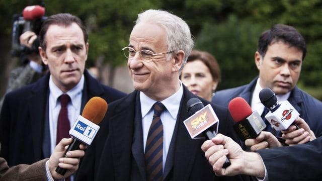 Toni Servillo als nervenkranker Philosoph, der kurzerhand zum Politiker wird.