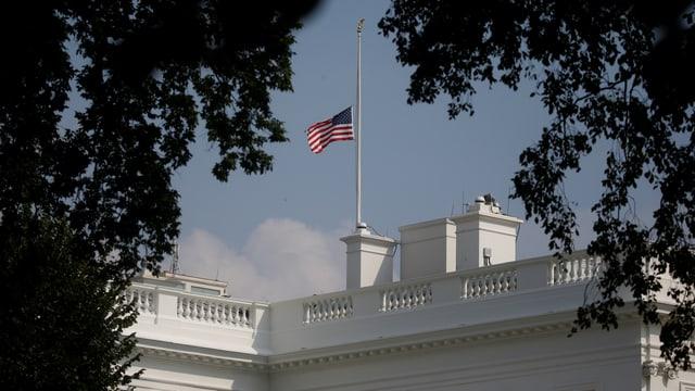 Die amerikanische Fahne auf dem Weissen Haus