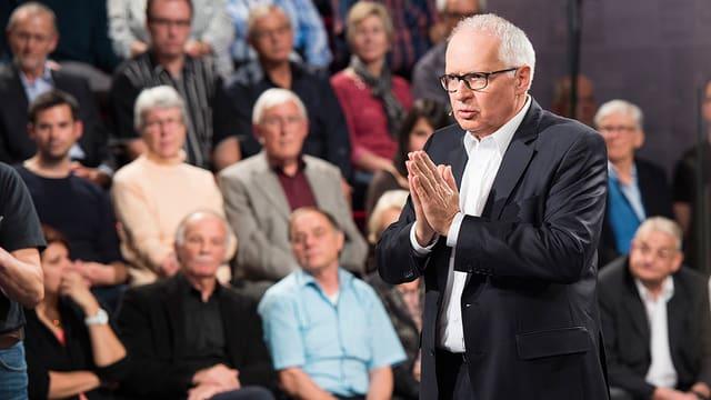 Porträtbild von SRF-Direktor Ruedi Matter, im Hintergrund das Publikum.