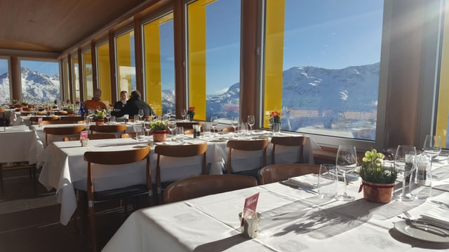 Il restaurant La Marmite cun vista sur tut las muntognas d'Engiadin'Ota
