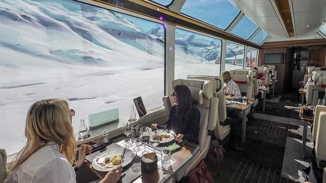 Invista en in dals vaguns dal Glacier Express.