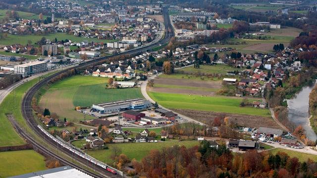 Flugaufnahme der SBB-Strecke zwischen Aarau und Olten, in der Nähe von Däniken