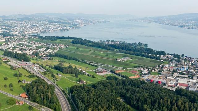 Allein die drei Gemeinden Wollerau, Freienbach und Feusisberg bezahlen 41 Millionen Franken.