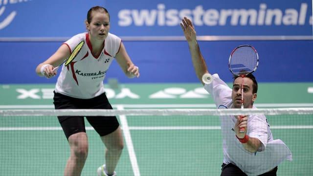 Ein europäisches Doppelteam im Einsatz am Badminton Swiss Open 2013 in Basel.