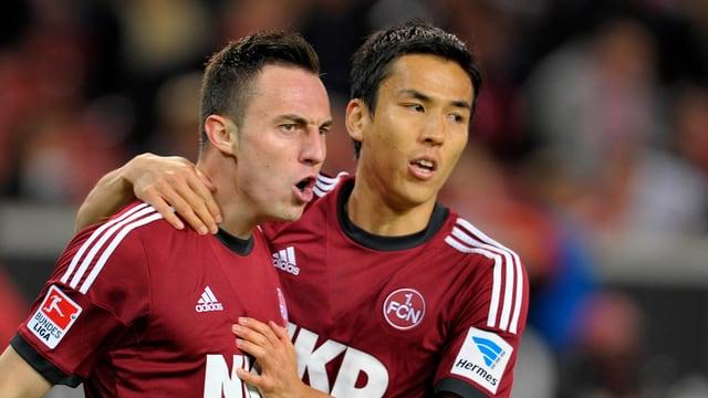 Josip Drmic (hier mit Hiroshi Kiyotake) kann gegen Hertha BSC Berlin zwei Treffer bejubeln.