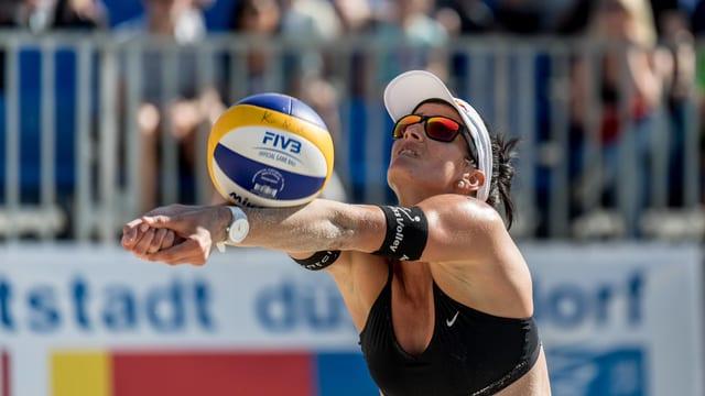 Joanna Heidrich mit erfolgreicher Abwehr.