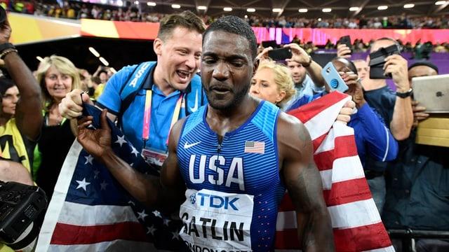 Justin Gatlin mit der US-Flagge.