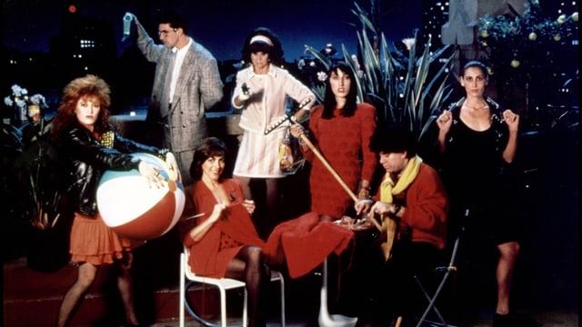 Gruppenfoto von Almodóvar und dem Cast von «Frauen am Rande des Nervenzusammenbruchs».