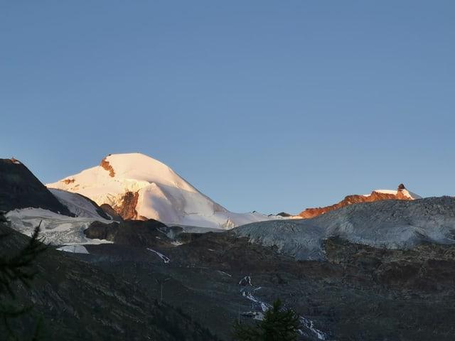 Berggipfel im Morgenlicht