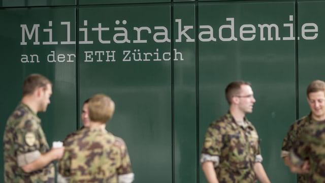 Soldaten an der Militärakademie der ETH Zürich