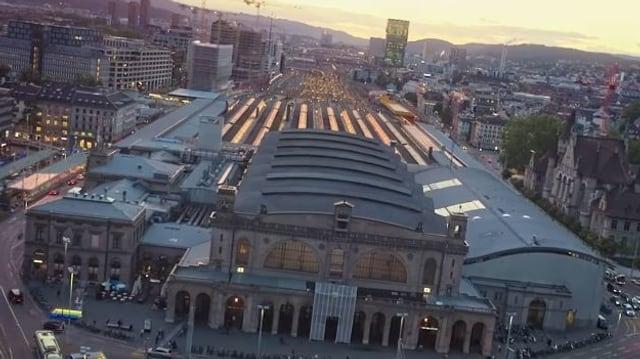 Zürcher Hauptbahnhof mit Sonneuntergang