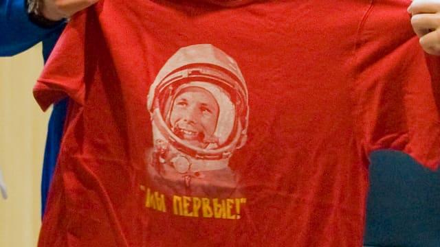 Gagarin auf Shirt gedruckt.