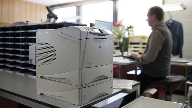 Büro mit Drucker.