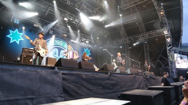 La band Flogging Molly sin tribuna al OAL 2015.