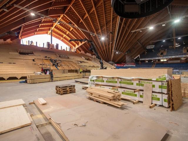 Bauarbeiten im Stadion in Davos.