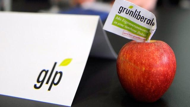 """Apfel mit Schild """"Grünliberale"""""""