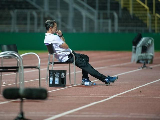 Aue-Trainer Dirk Schuster ist nach dem überraschenden Aus im deutschen Pokal gegen den Regionalligisten SSV Ulm nur noch ein Häufchen Elend.