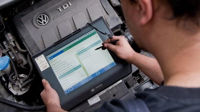 Inspecziun d'in motor da VW.