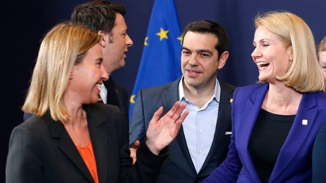 Gruppenfoto mit Federica Mogherini, Matteo Renzi, Alexis Tsipras und Helle Thorning-Schmidt.