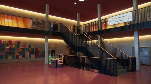 Treppenhaus in Schulhaus.