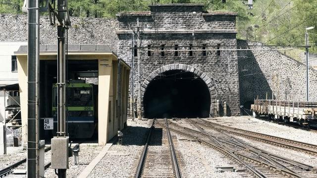 Tunnel da basa Lötschberg.