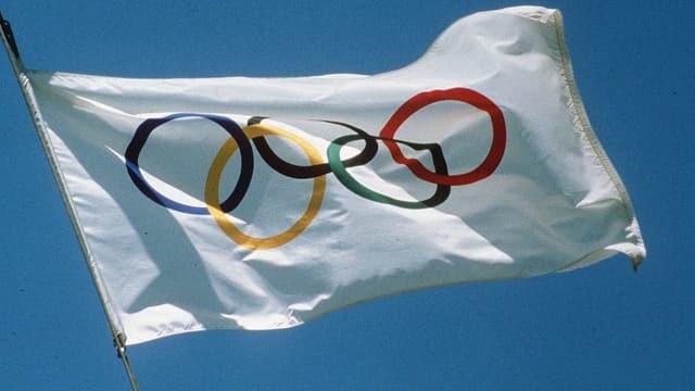 Bandiera cun rintgs olimpics.