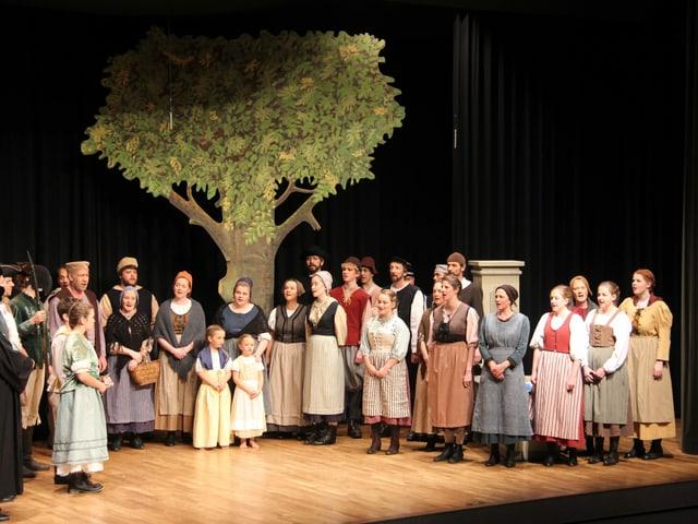 Bühnenszene: Gruppe singt