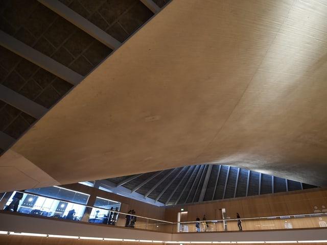 Ein in die Höhe ragende Fläche bildet die markante Dachstruktur des Design Mueums in London.