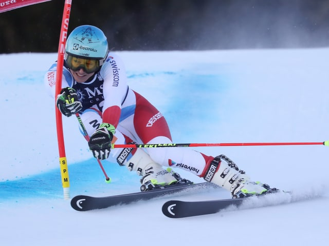 Die Schwyzerin gewinnt im Riesenslalom an den Schweizer Meisterschaften.