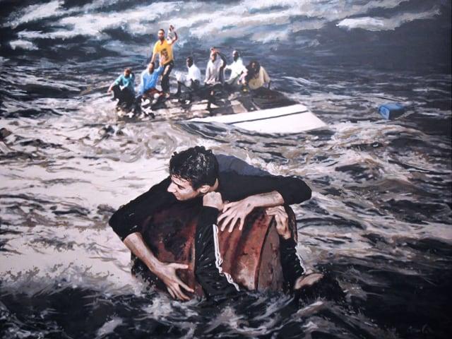 Menschen kämpfen auf Booten ums Überleben.