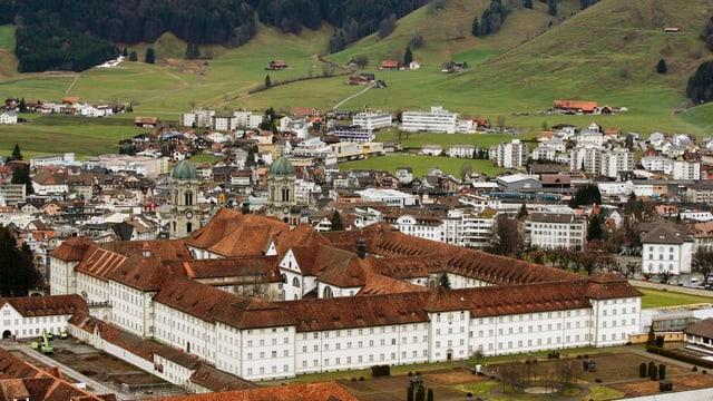 Das Kloster Einsiedeln aus der Vogelperspektive
