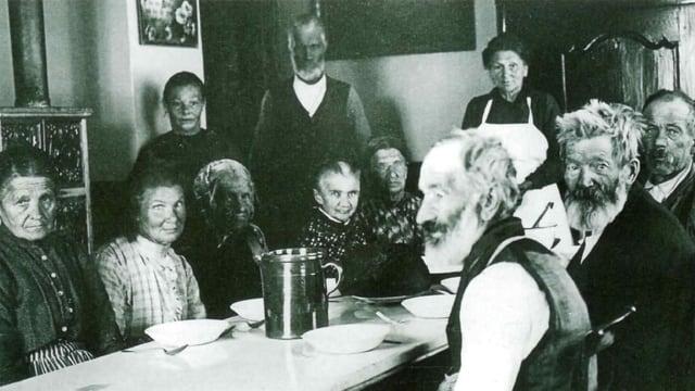 Arme Seniorionnen und Senioren würden früher als «bedürftige Greise» in Armenhäusern versorgt.