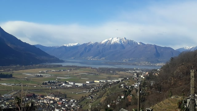 Blick über die trockene Magadinoebene zum Lago Maggiore.