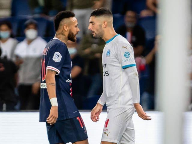Neymar (l.) und Alvaro Gonzalez.