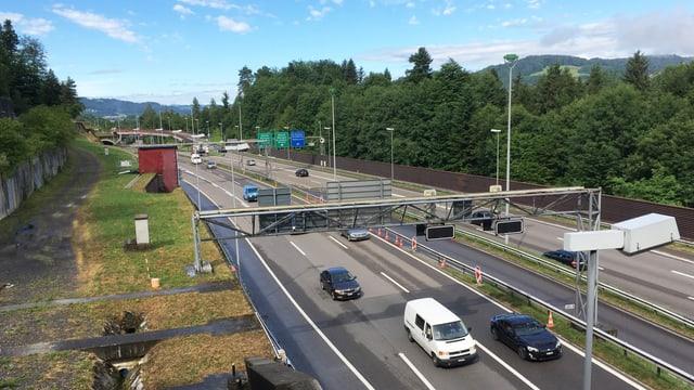 Autobahn dreispurig