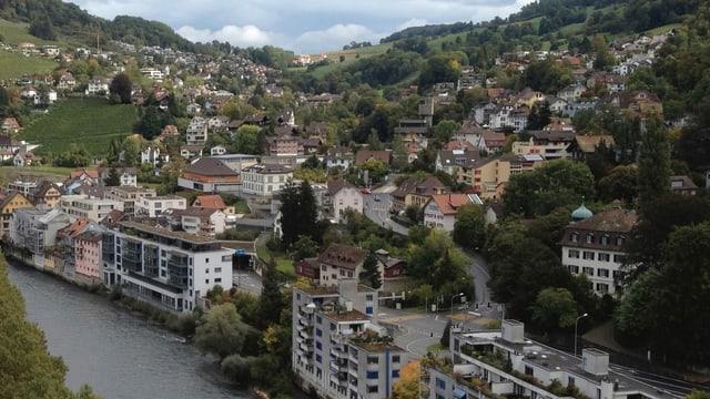 Blick von Baden auf die Gemeinde Ennetbaden und das Höhtal.