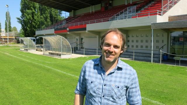 Emanuel Willi im Stadion Tribschen.