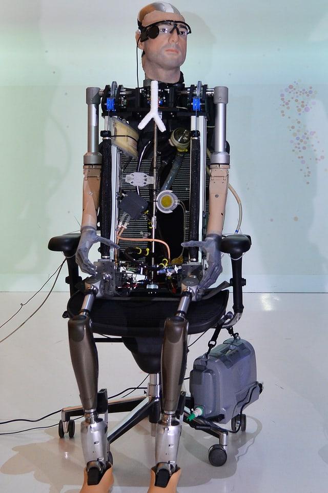 Der abgebildete künstliche Mann Rex besteht aus modernen Prothesen, künstlichen Organen und hat künstliches Blut in seinen «Adern».