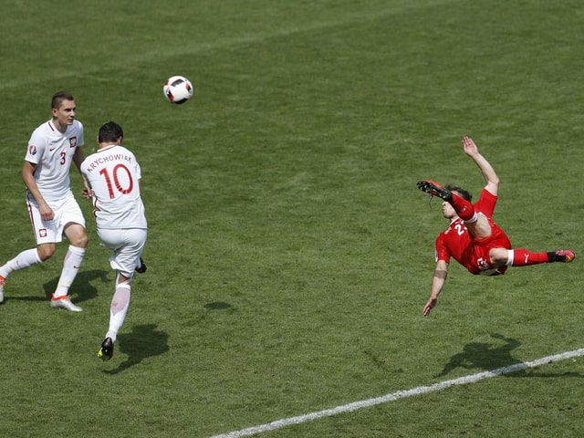 Xherdan Shaqiris Seitfallzieher im EM-Achtelfinal gegen Polen ging um die Welt.