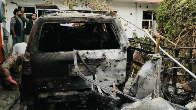 Zerstörtes Auto nach einem Luftangriff in Kabul.