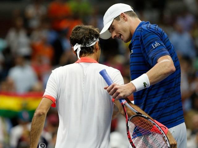 Roger Federer und John Isner.