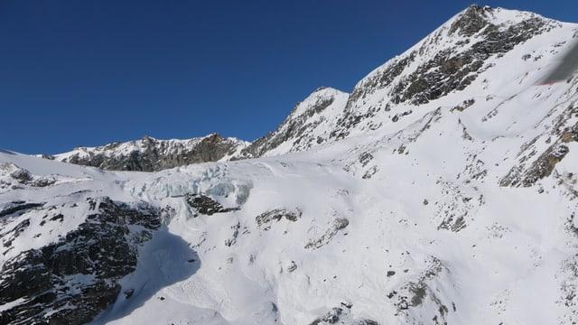 Berge mit Schnee.