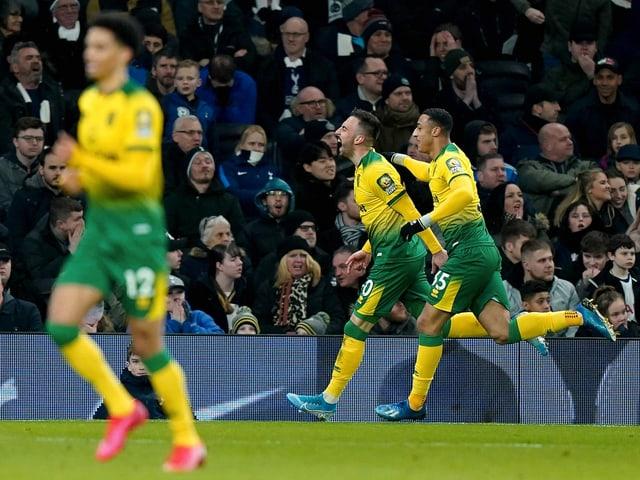 Josip Drmic bejubelt seinen Treffer gegen Tottenham.