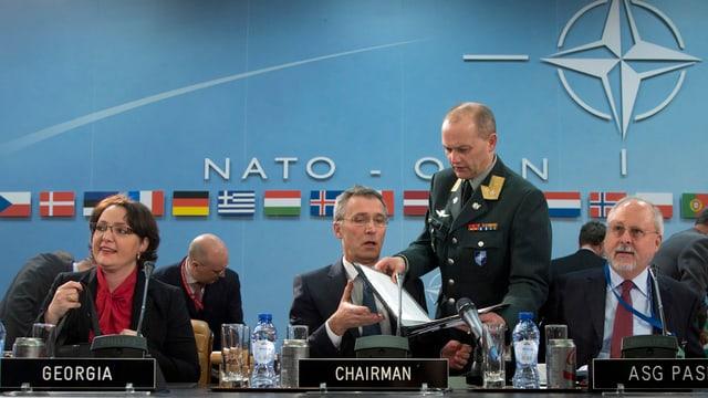 Sesida da la NATO a Brüssel.