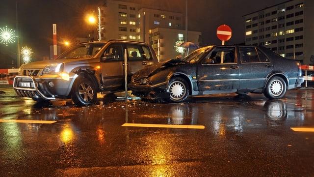 Auffahrunfall mit zwei Autos